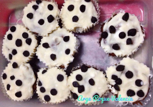 Chocolate Cupcakes with Cream Cheese and Chocolate Chips